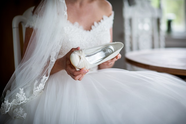 How to take care of a wedding dress