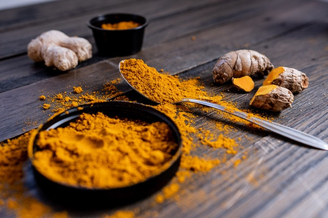Homemade drinks to boost the immune system with turmeric and galangal