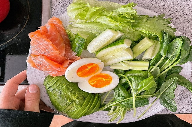 eating vegetables and protein to lose weight